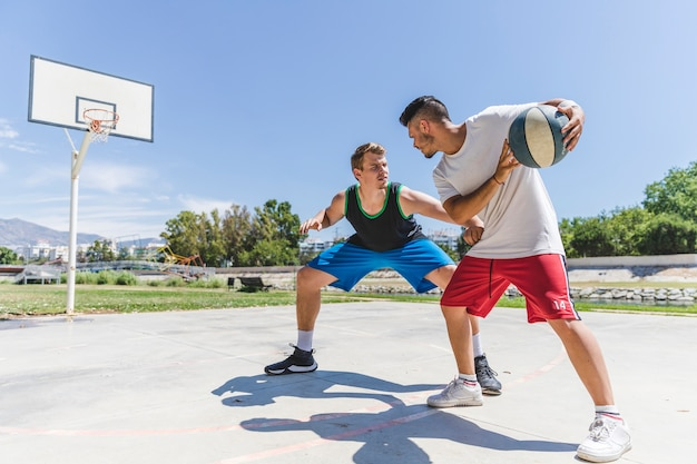 Young basketball players practicing for a game Free Photo
