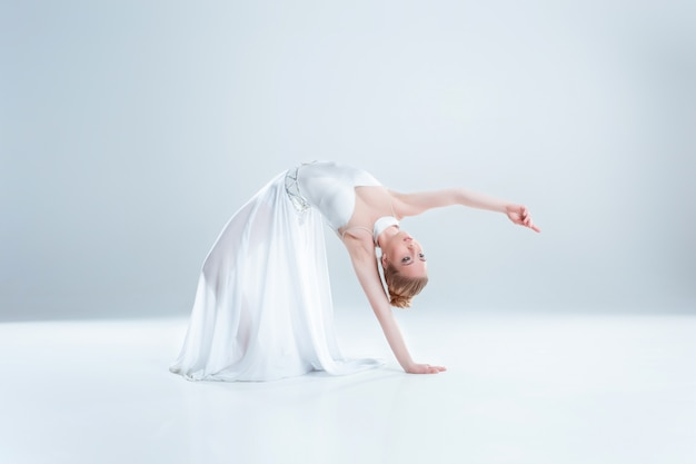 Young and beautiful ballet dancer Premium Photo