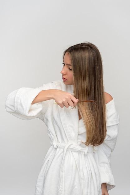 Young beautiful blonde woman Premium Photo