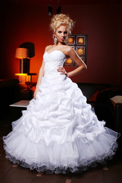 Young and beautiful bride in wedding dress Free Photo