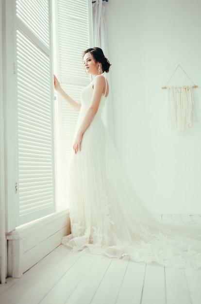 Young beautiful bride Premium Photo