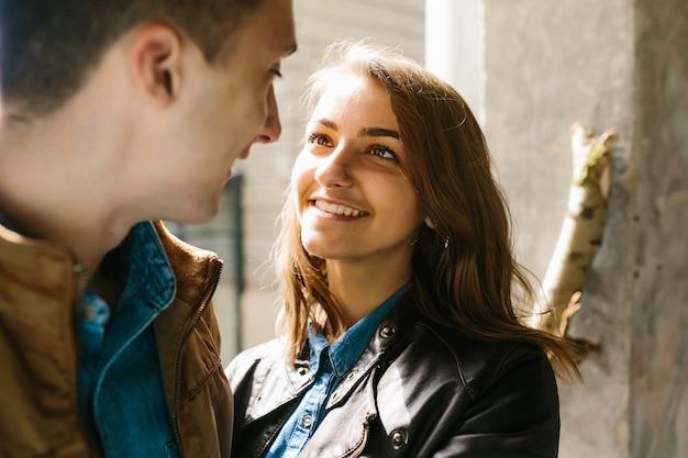 Giovane bella coppia innamorata Foto Gratuite