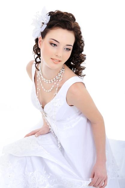 Giovane bella sposa elegante Foto Gratuite