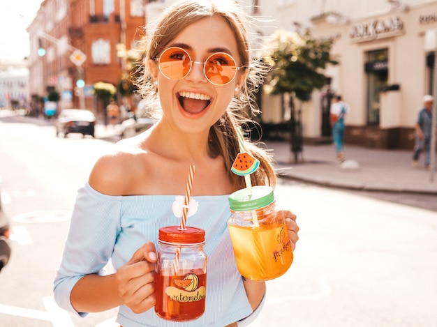 Young beautiful smiling hipster woman in sunglasses. Free Photo