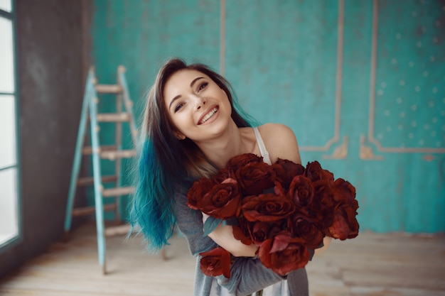Young and beautiful woman with bouquet of roses Free Photo