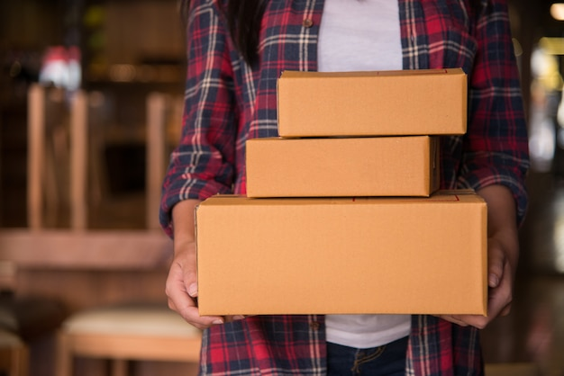 Young beautiful woman with hold gift box in hands Premium Photo