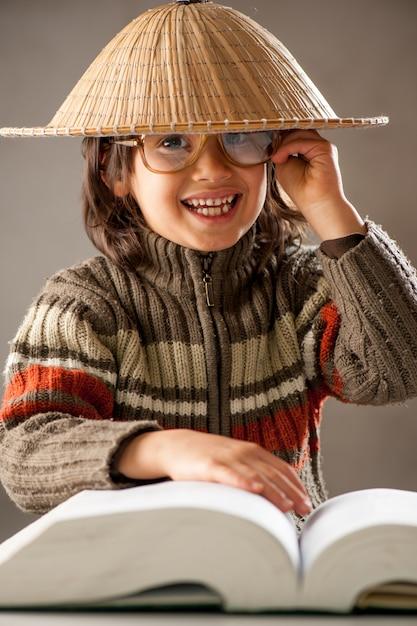 Young boy reading book Premium Photo