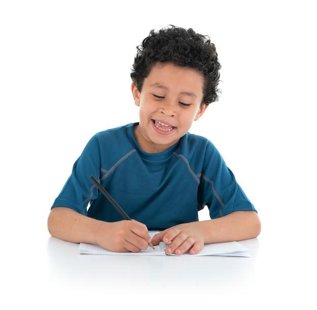 勉強して家で仕事をしている少年 Premium写真
