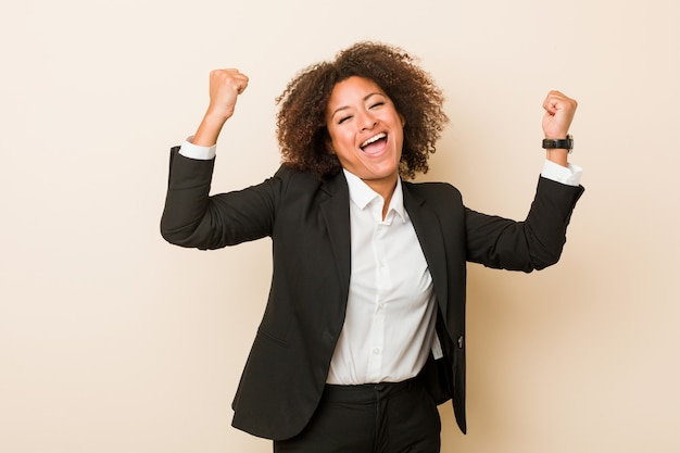 Young business african american woman showing strength gesture with arms, symbol of feminine power Premium Photo
