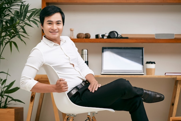 Young business leader at office Free Photo