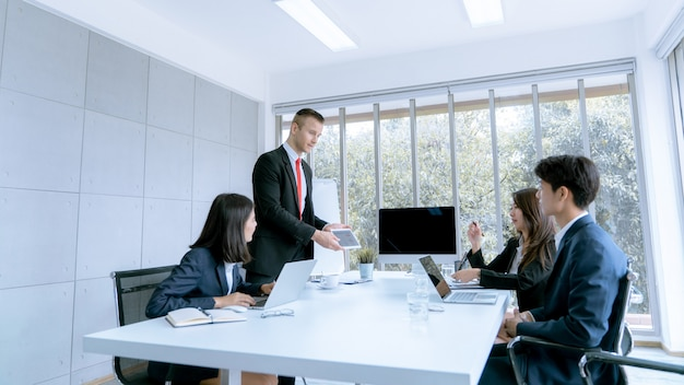 Young business people are presented marketing work project to the customer in meeting room office Premium Photo