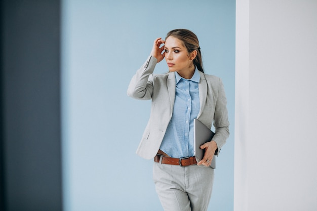 Young business woman standing in the office isolated Free Photo
