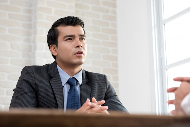 Young businessman as a consultant talking with client Premium Photo