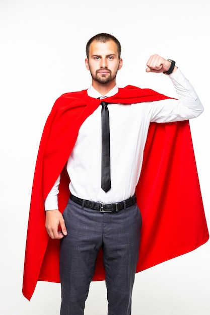Молодой бизнесмен в красной накидке героя на белом фоне Premium Фотографии