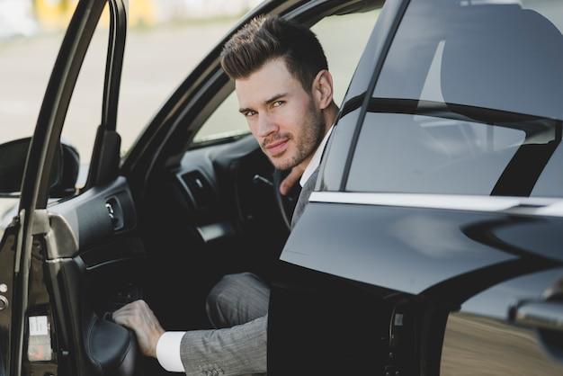 若い、ビジネスマン、開くこと、車、ドア 無料写真