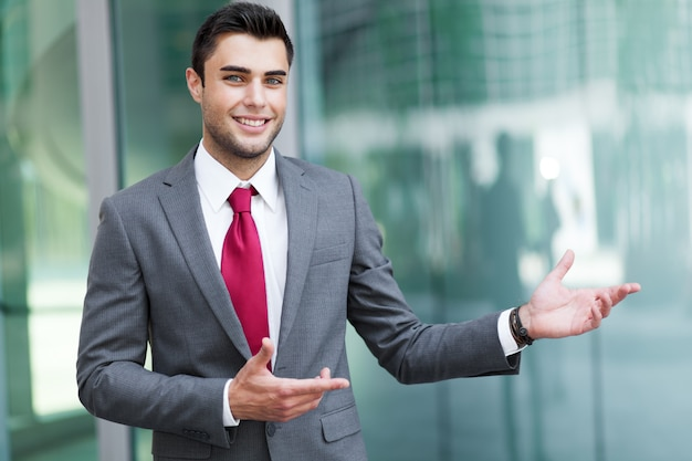 Young businessman outdoor welcoming you Premium Photo