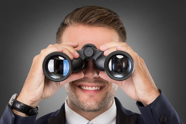 双眼鏡を使って青年実業家 Premium写真