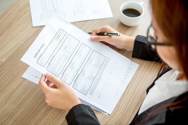 Young businesswoman reading application form Free Photo