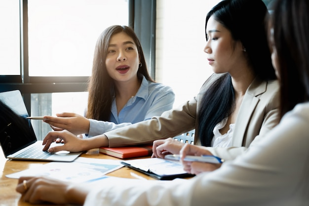 Young businesswomen discuss the charts strategy and financial plan Premium Photo