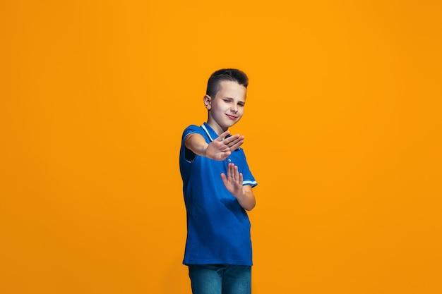 拒否するカジュアルな少年 無料写真