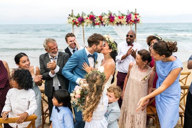 Young caucasian couple's wedding day Premium Photo