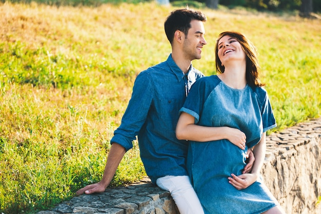 Young caucasian man hugging pregnant wife Free Photo