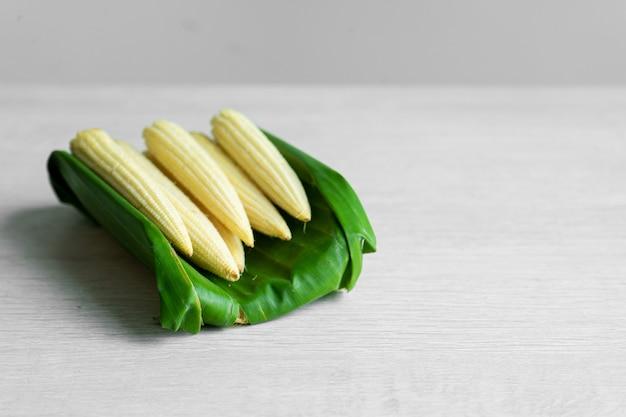 Daun pisang, rotan, kertas adalah jenis kemasan yang paling ramah lingkungan.