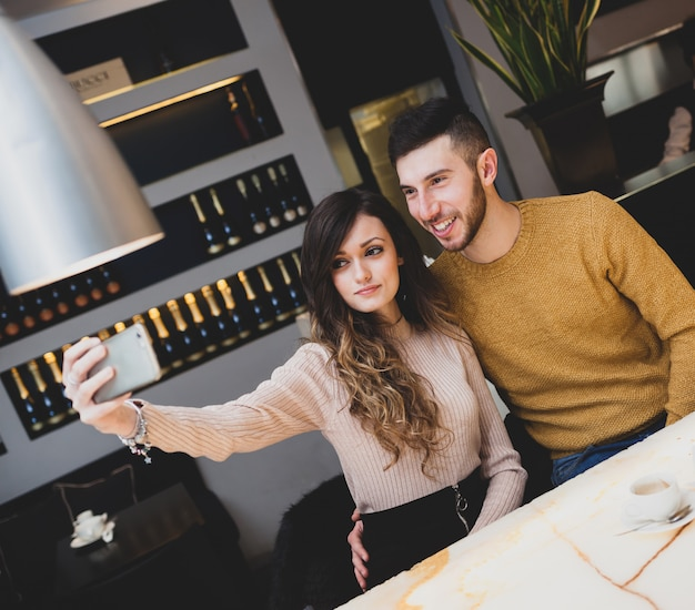 Young couple at the bar taking a selfie. Premium Photo