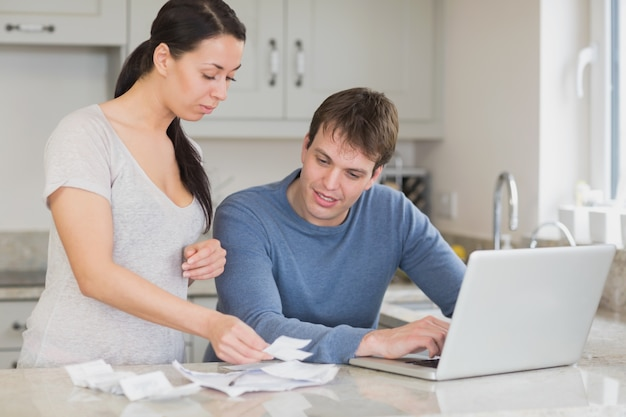 Young couple calculating with the laptop Premium Photo