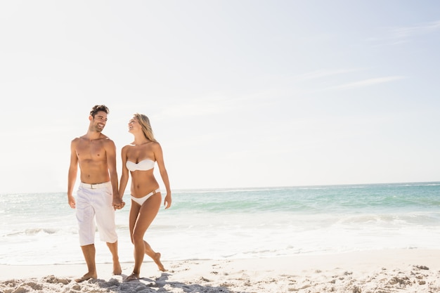 Young couple holding hands Premium Photo