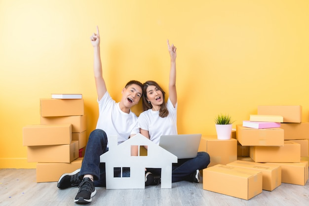 Young couple moving into their new home Free Photo