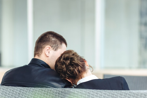 Young couple sitting together Premium Photo