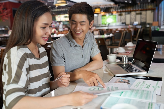 Young couple studying details of life insurance policy Free Photo