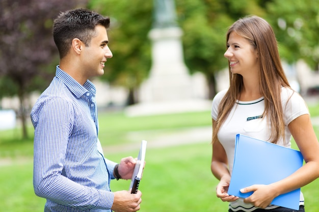 Young couple talking outdoors Premium Photo