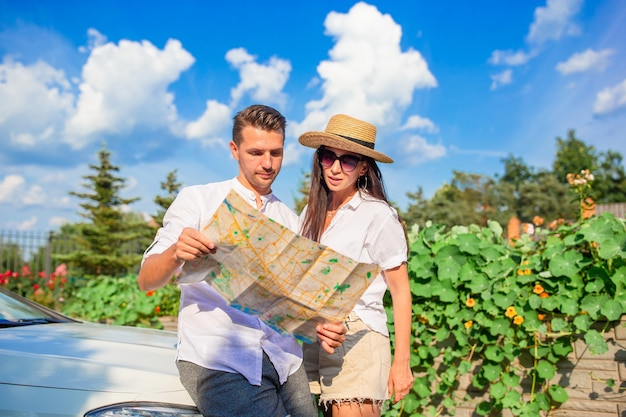 Young couple tourist enjoying on summer vacation Premium Photo