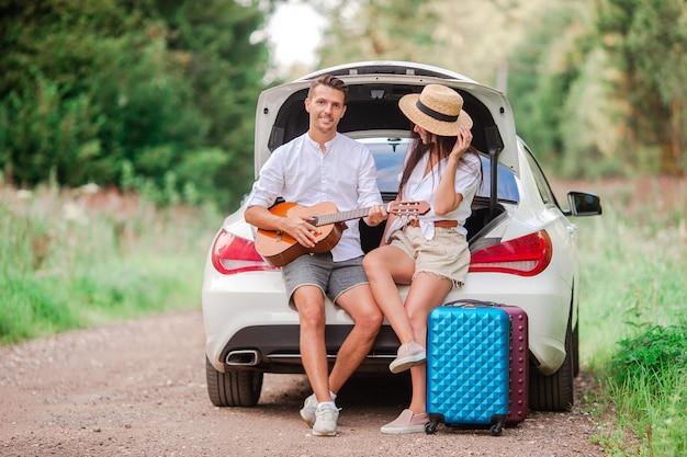Young couple tourist enjoying on summer vacation Premium Photo