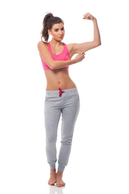 Молодая разочарованная женщина для фитнес-эффекта Бесплатные Фотографии