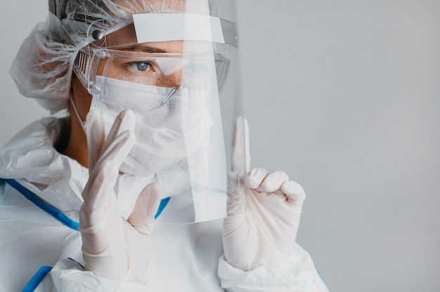 Young doctor wearing a face mask Free Photo