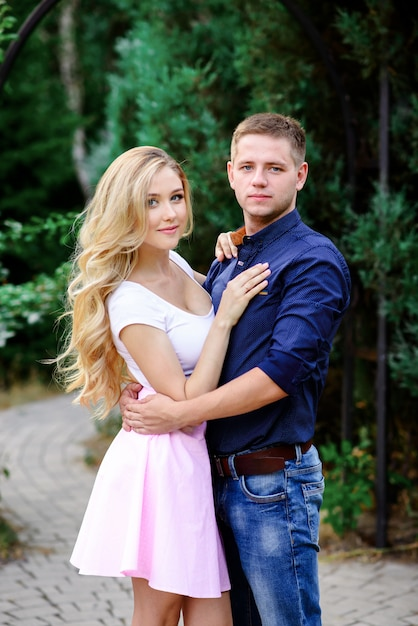 Young enamoured couple on rest in park Premium Photo