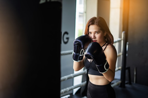 Young fitness woman execute exercise with exercise. fitness sport gym. women boxing. Premium Photo