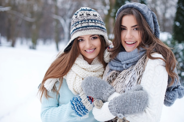 冬の若い友達 無料写真