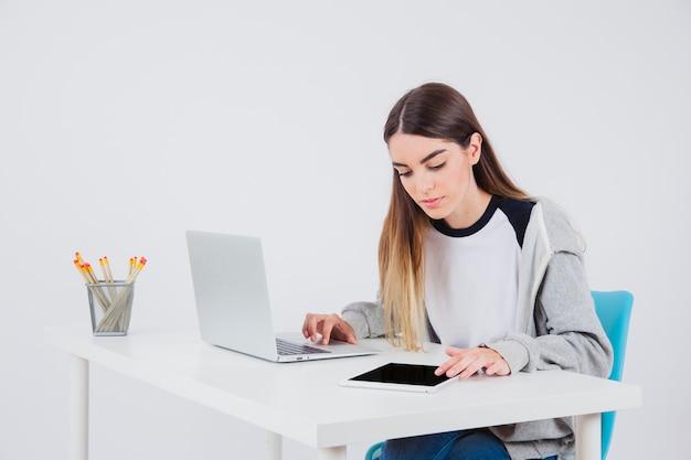 Фото девушек на работе бесплатно работа онлайн шатура
