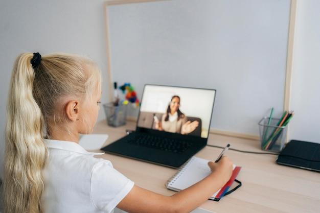 Безпека дітей у цифровому просторі – МОН надає рекомендації для педагогічних працівників та батьків