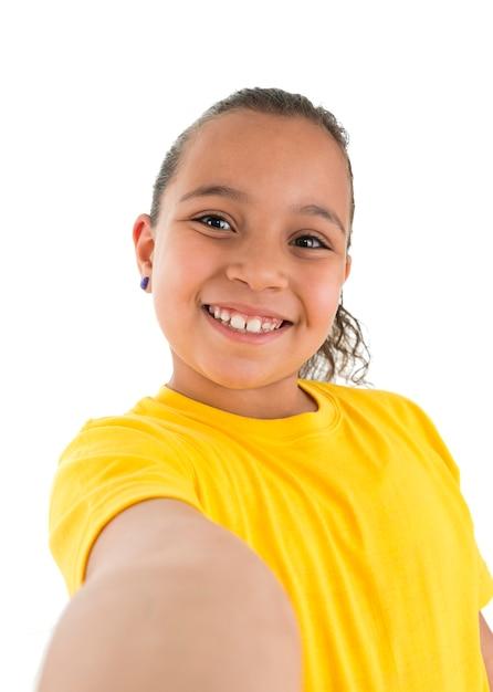 Молодая девушка, делающая селфи-фото Premium Фотографии