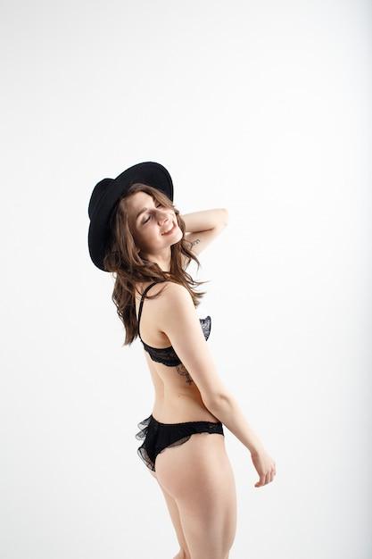 속옷 검은 어린 소녀 프리미엄 사진