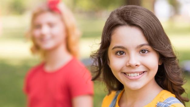 公園で若い女の子 無料写真