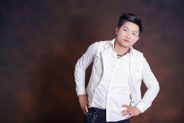 Young handsome singer man in casual clothes Free Photo
