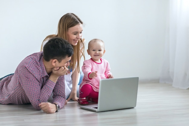 Young happy family running on a laptop Premium Photo