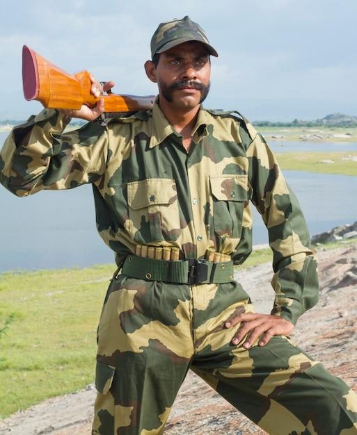 若いインドの兵士 Premium写真