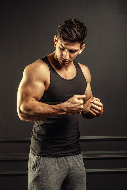 Young man fitness workout Premium Photo